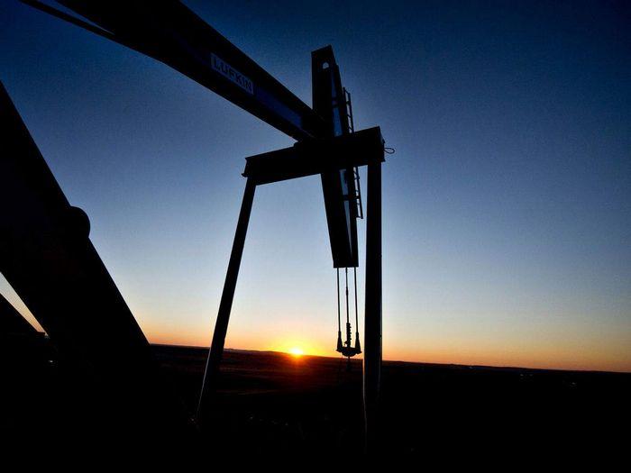 Цены на нефть растут с семилетних минимумов