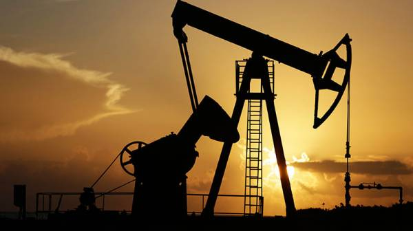 Цены на нефть снижаются на данных о запасах в сша