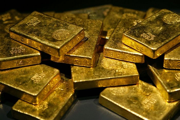 Цены на золото стабильны, внимание на американских экономических данных