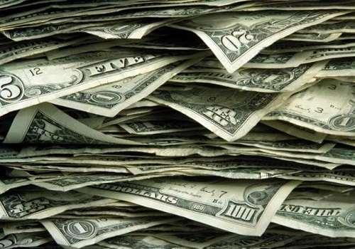 Доллар — валютный товар с особым спросом по всякому случаю