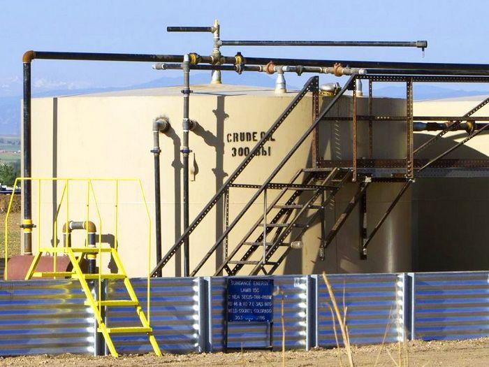 Фьючерс на американскую нефть вырос перед данными по запасам