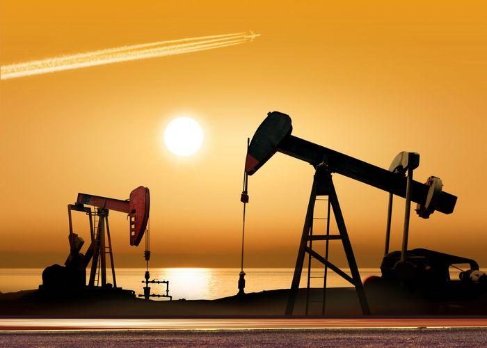 Фьючерсы на нефть дешевеют на опасениях по поводу избытка запасов