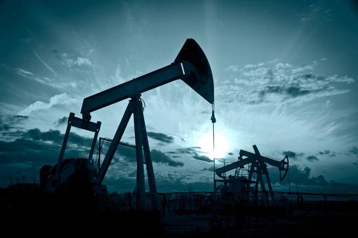 Фьючерсы на нефть растут на фоне призывов заморозить добычу