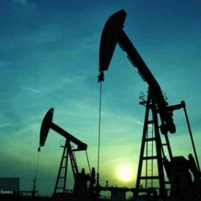 Фьючерсы на нефть снизились на фоне роста доллара сша