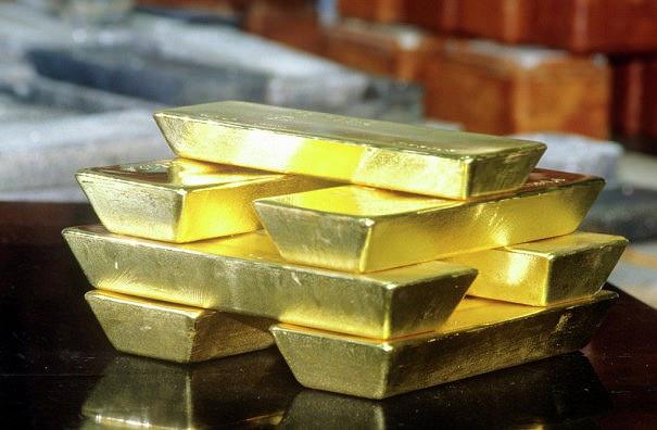 Фьючерсы на золото дешевеют на фоне обсуждения сроков подъема ставки