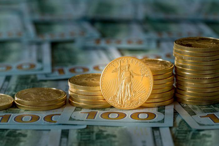 Фьючерсы на золото падают после недельного максимума