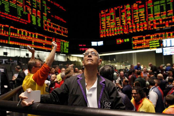 Фьючерсы на золото снижаются на фоне ралли фондовых рынков