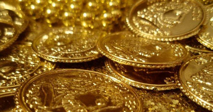 Фьючерсы на золото снизились на фоне растущего доллара после комментариев монти