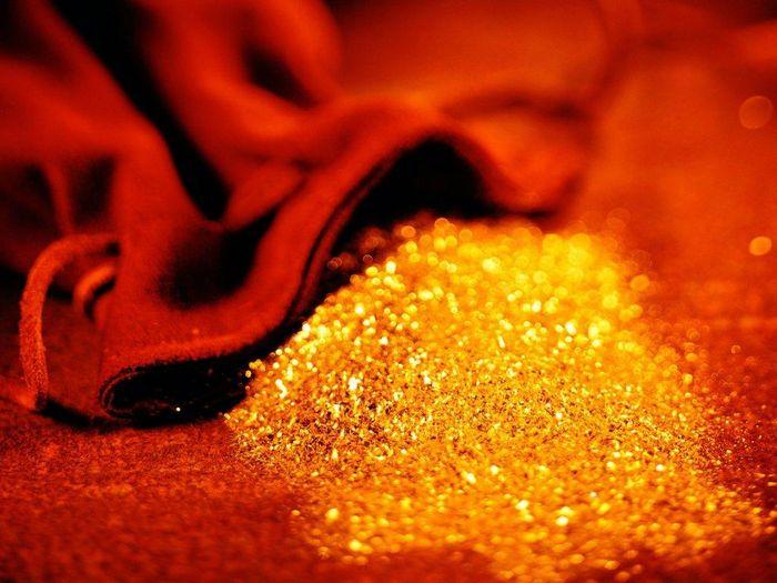 Фьючерсы на золото торгуются выше usd1400 из-за беспокойств по сирии
