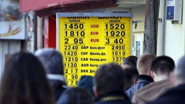 Эксперты рассказали, каким будет курс доллара в 2015 году и на сколько подорожает жизнь в украине