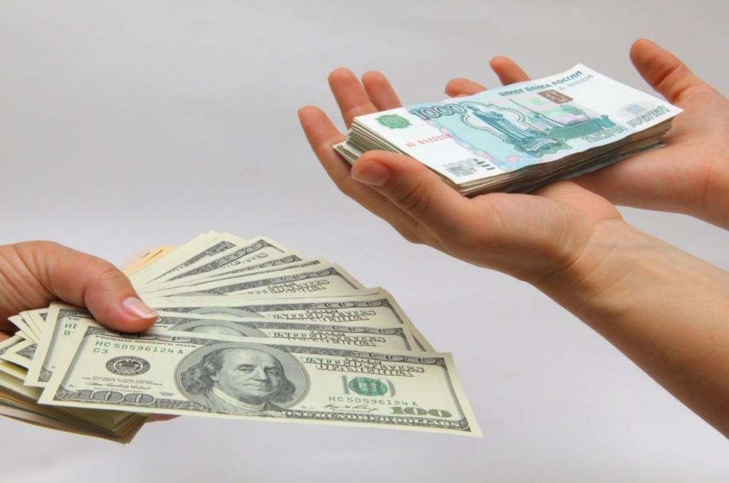 Как относится курс российского рубля к доллару и почему?