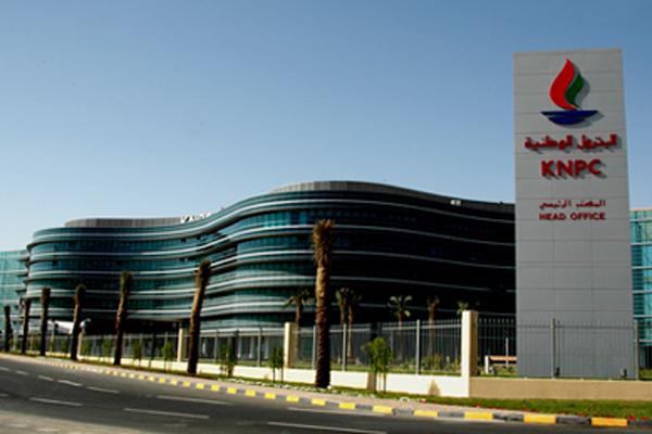 Кувейт резко сократил нефтедобычу из-за забастовки