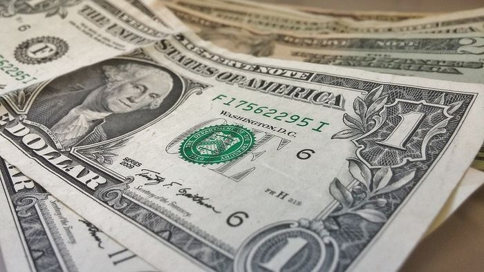 На сколько снизился курс доллара и евро?