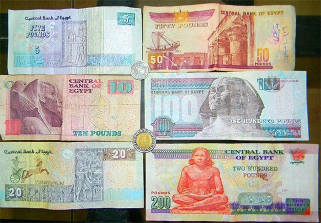 Обменный курс египетского фунта к доллару упал до исторического минимума