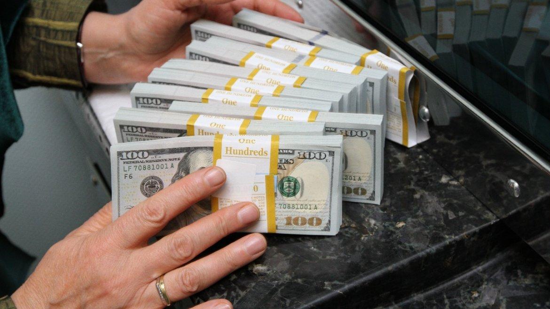 По какому курсу платить валютный кредит