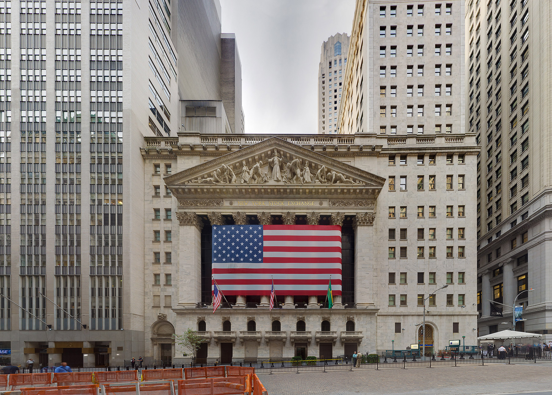 Почему на окнах нью йоркской биржи установлены решетки