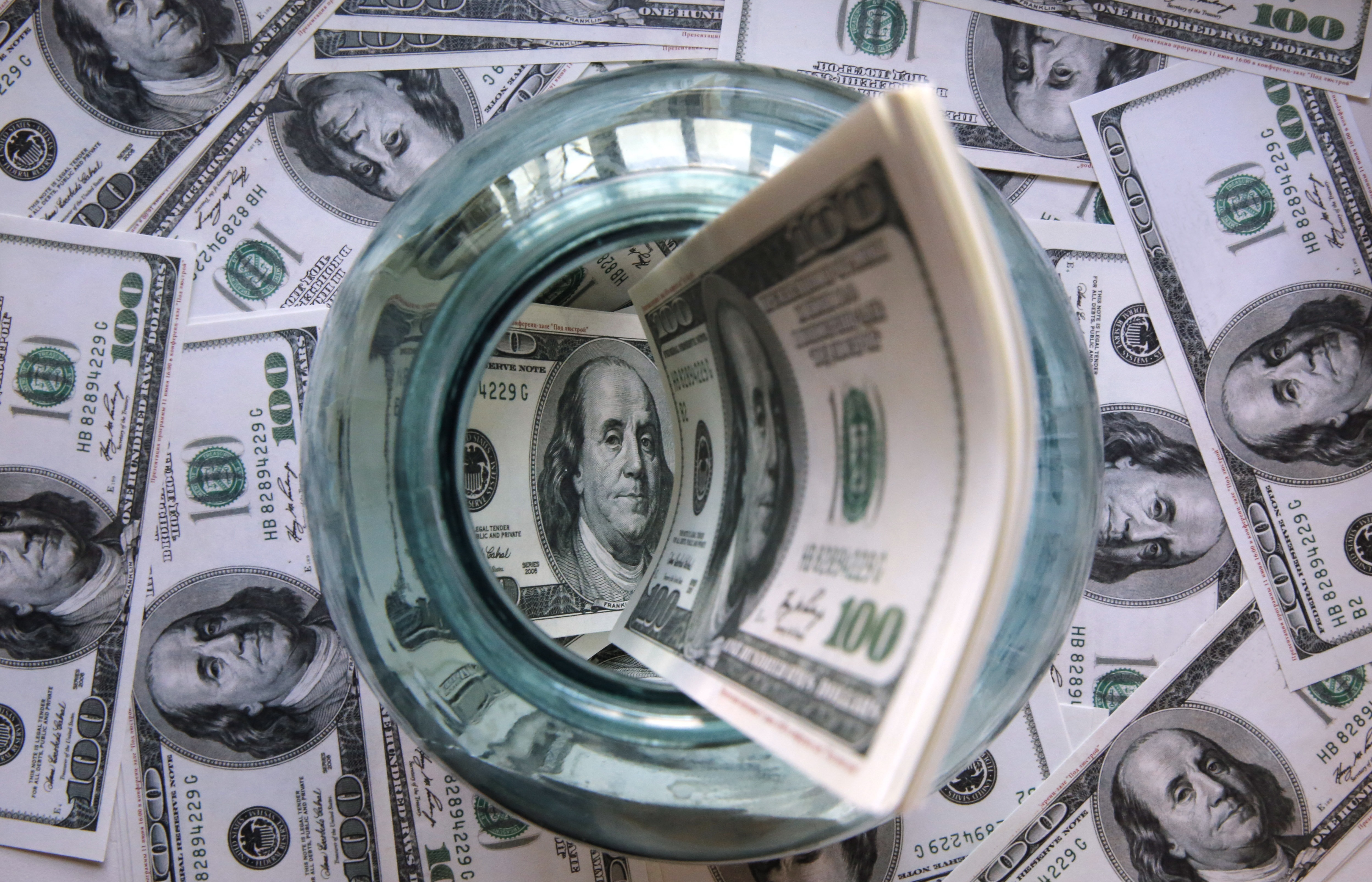 С чем связано повышение курса доллара?