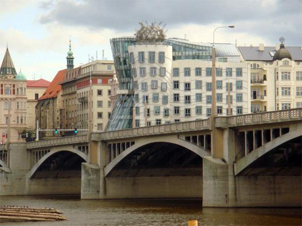 С какой валютой ехать в чехию 2015
