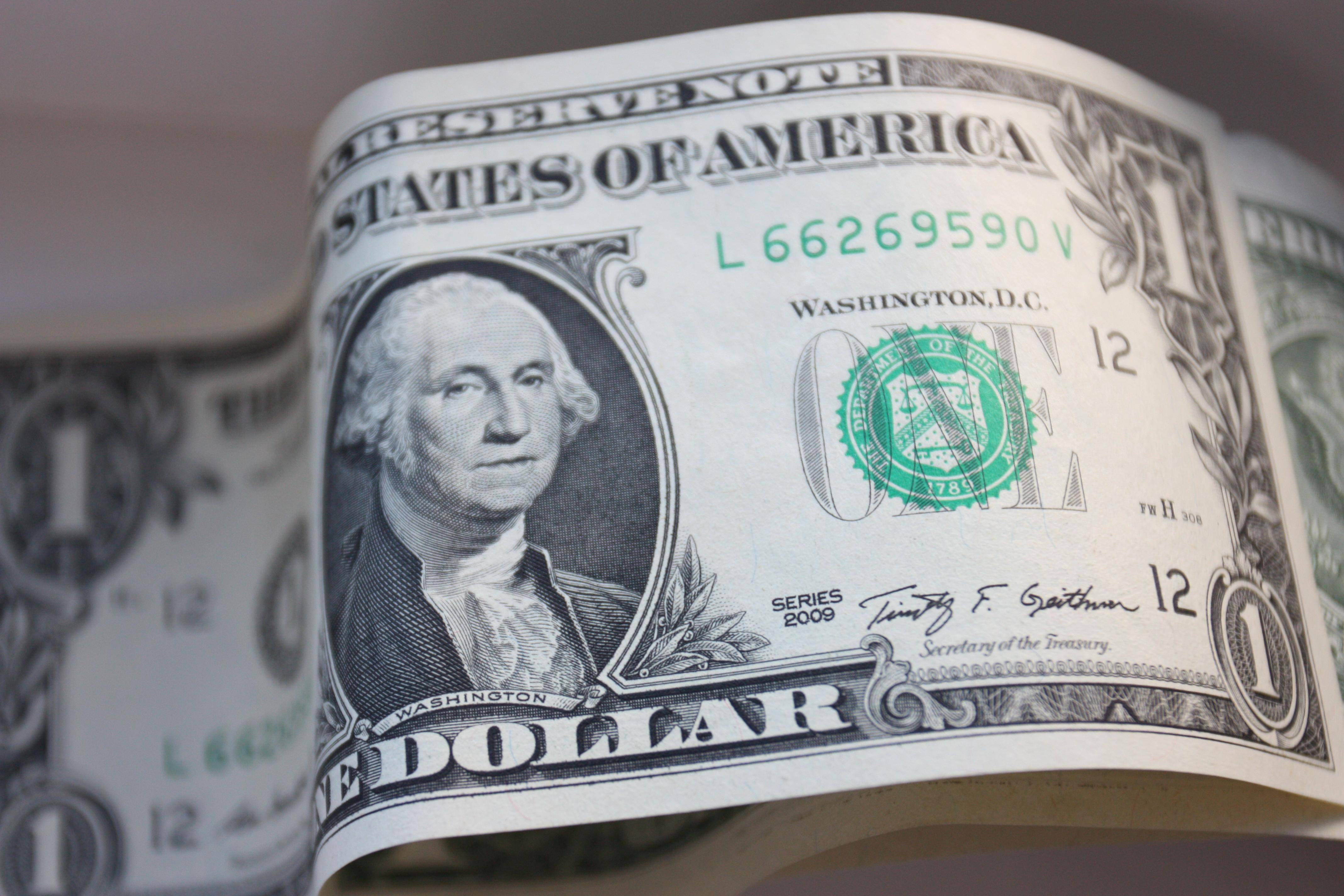 Сколько стоит евро и доллар 10 января, прогноз курса валют на завтра