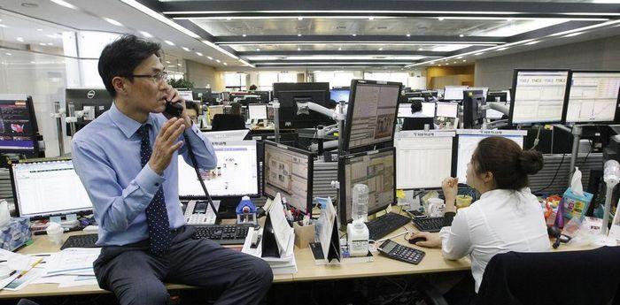 Спрос на безопасные активы подтолкнул золото к 9-недельному пику