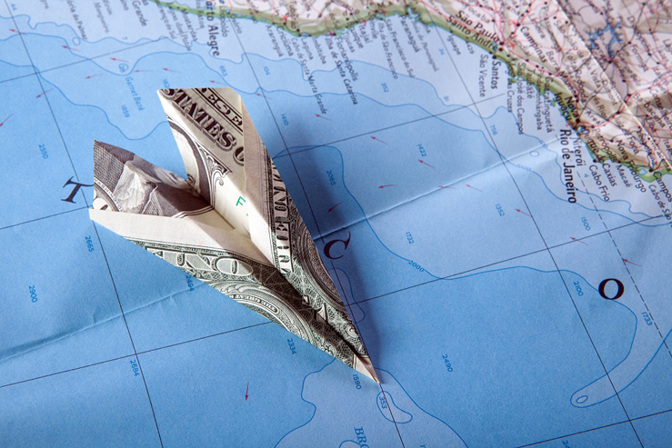 В каких странах доллары являются главной валютой?