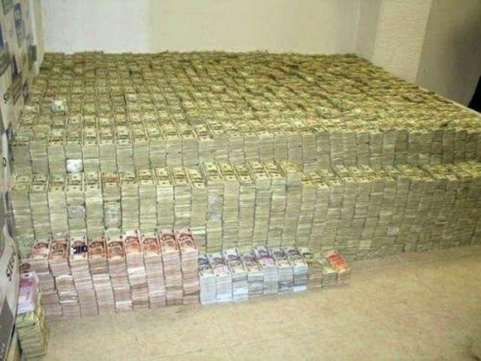 В какой валюте хранить деньги в 2014 году?