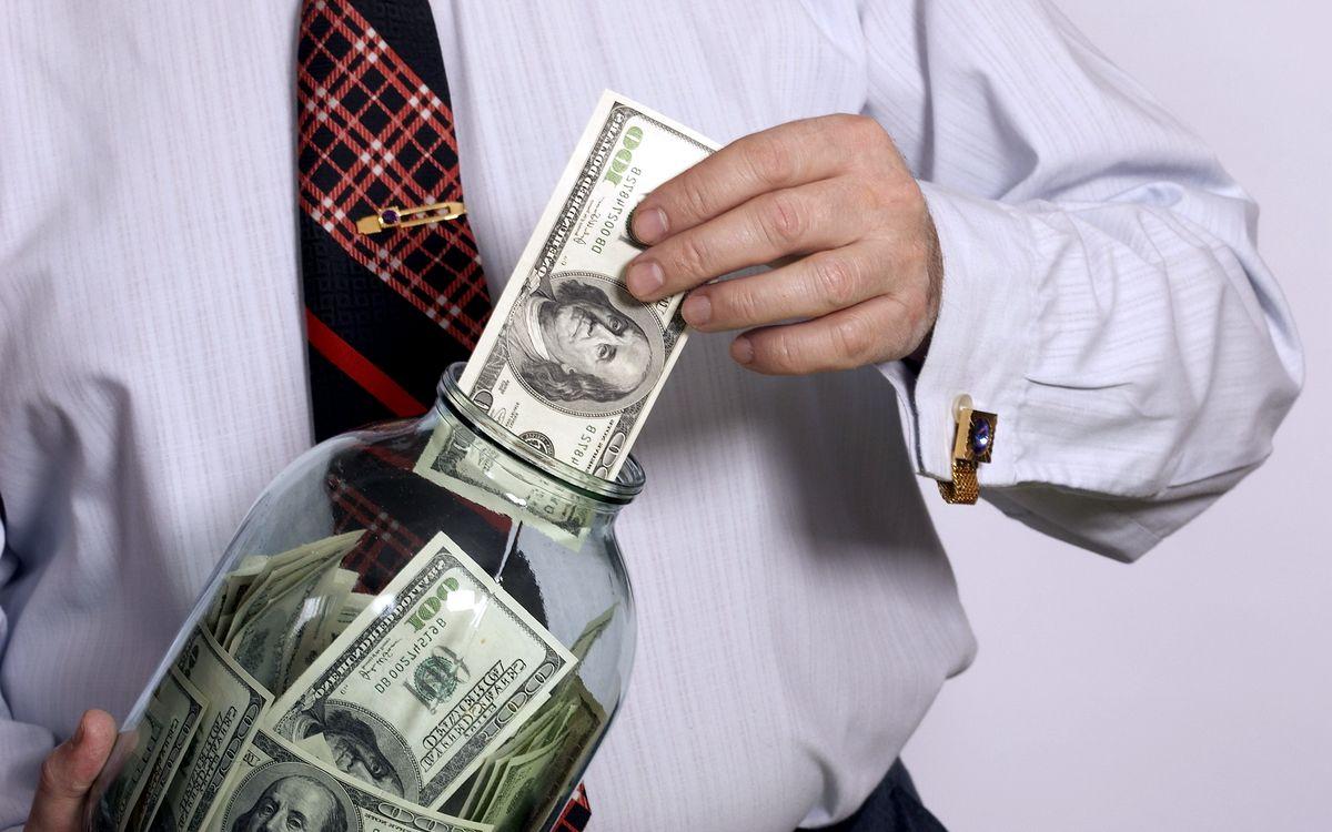 В какую валюту вложить деньги?